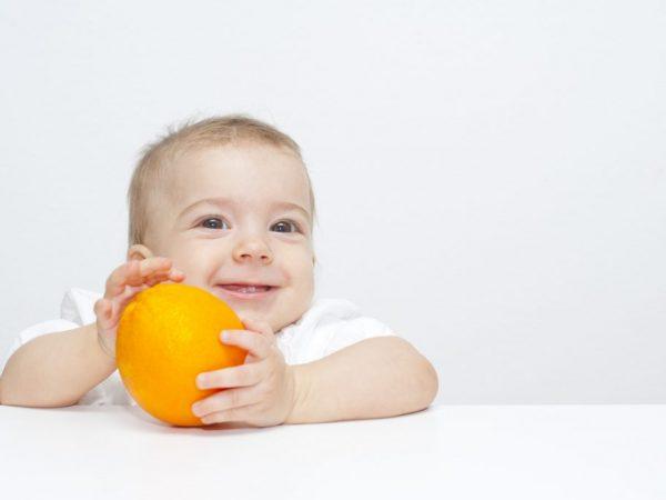 Малышу можно давать апельсин с девяти месяцев