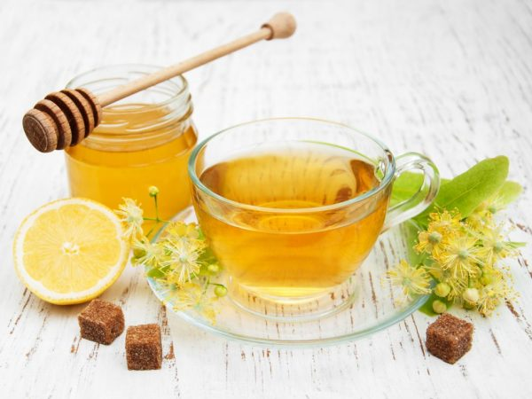 Из мёда и лимона можно приготовить лечебный напиток