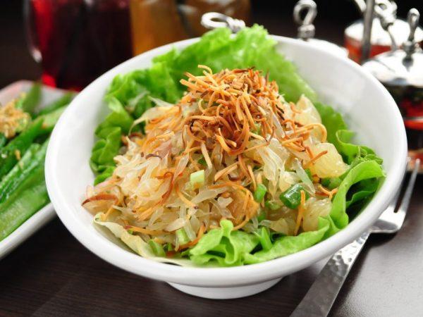 Фрукт часто используют в салатах