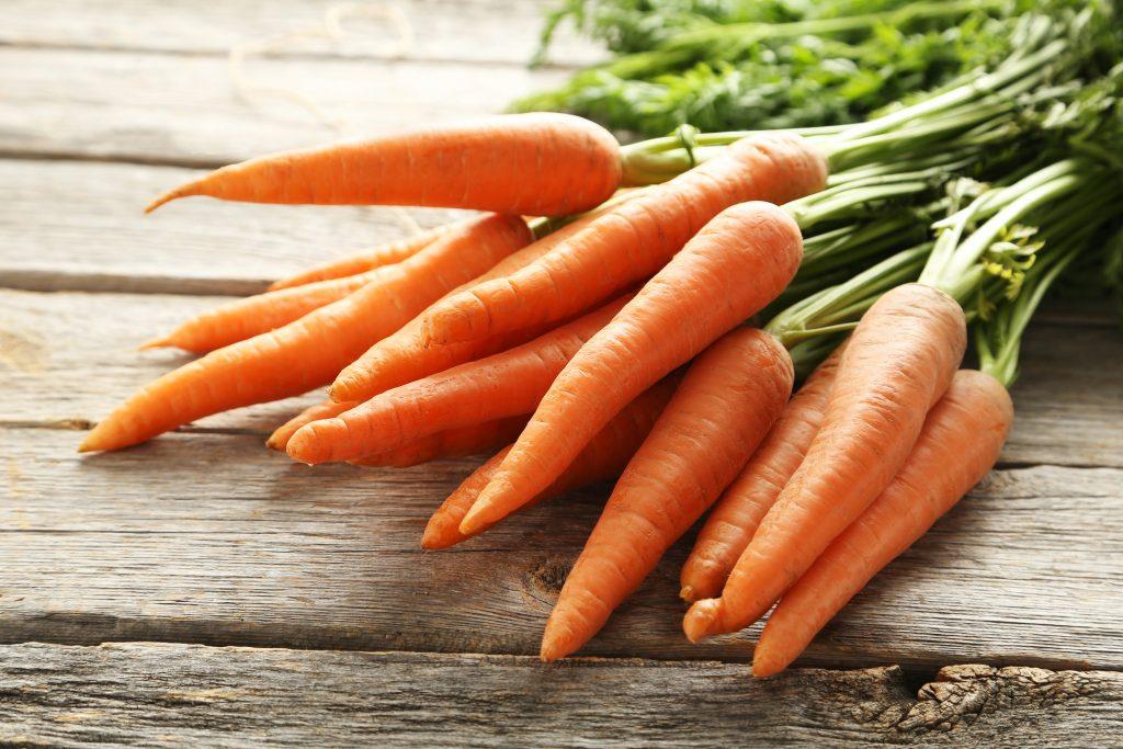 Можно ли обрезать ботву моркови: фото