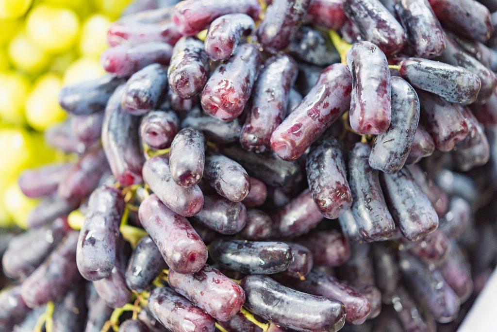 Описание и характеристики сорта винограда Ведьмины пальцы история и правила выращивания