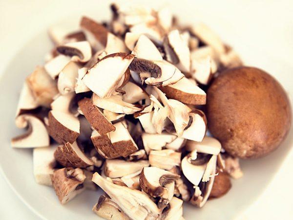 Кормящей маме грибы можно кушать в небольших количествах