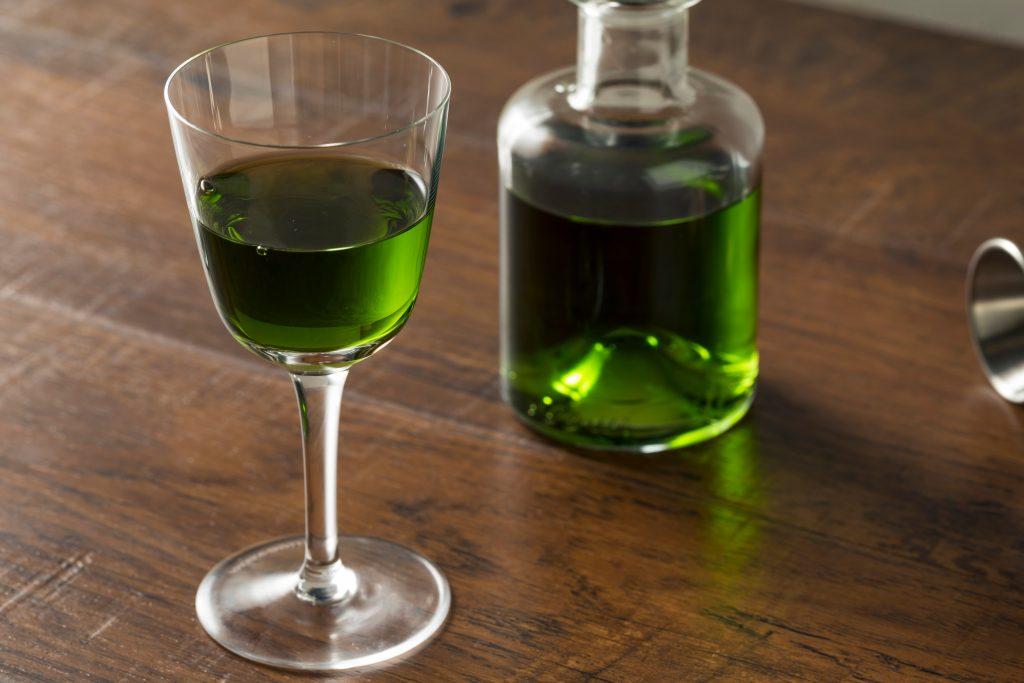 Спиртной напиток настойка на полыни