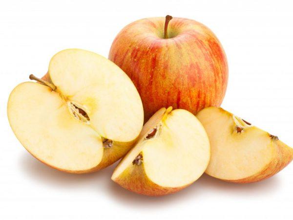 Красивые и спелые яблоки